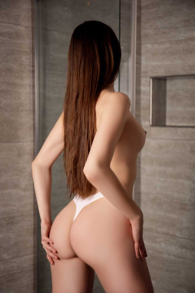 Emily erotic massage Prague