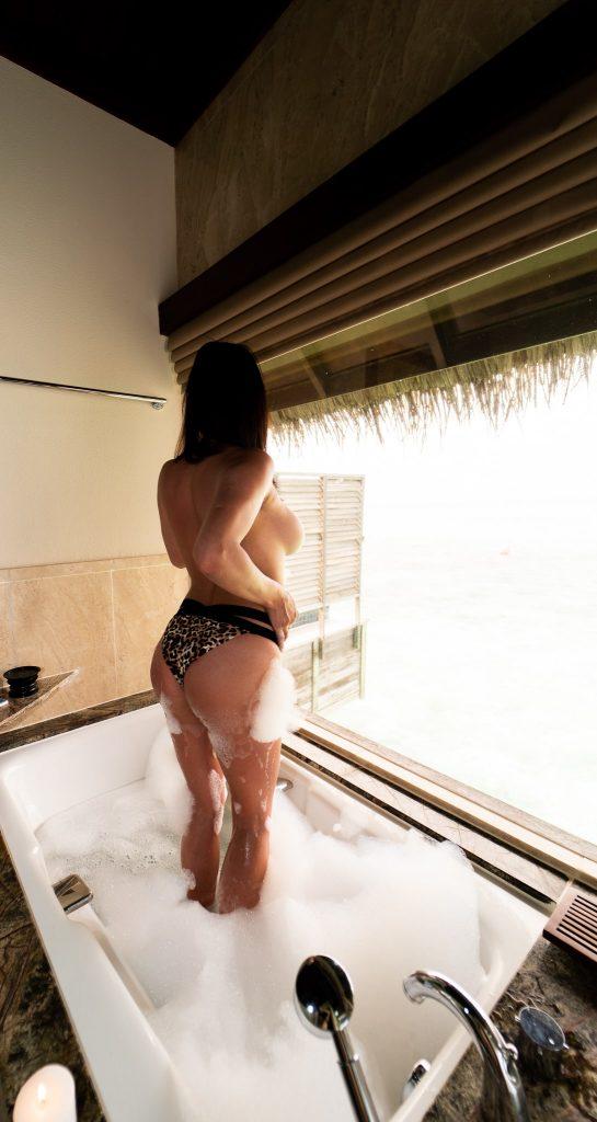 Erika Erotic Massage Erotic Nuru and Tantra Massage