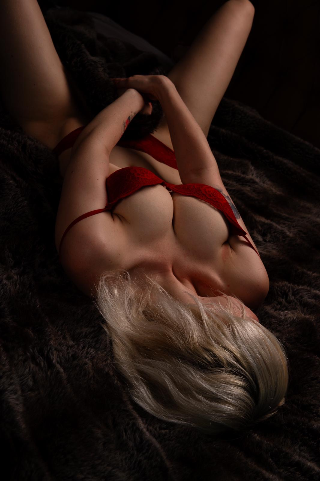 Emma erotic massage Prague
